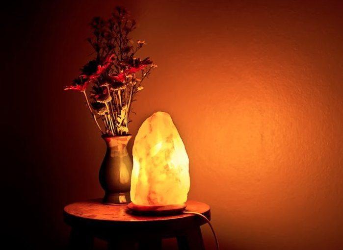 himalayan rock salt lamp